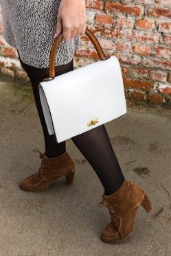 klassieke-handtas-dragend