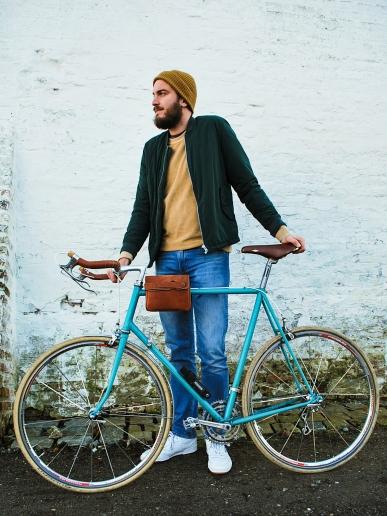 Heuptas fiets vooraanzicht met model